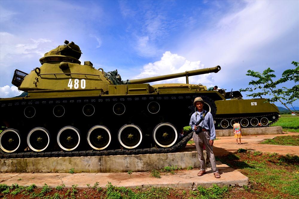 Xe tăng được trưng bày trong khu di tích. Ảnh: HA.
