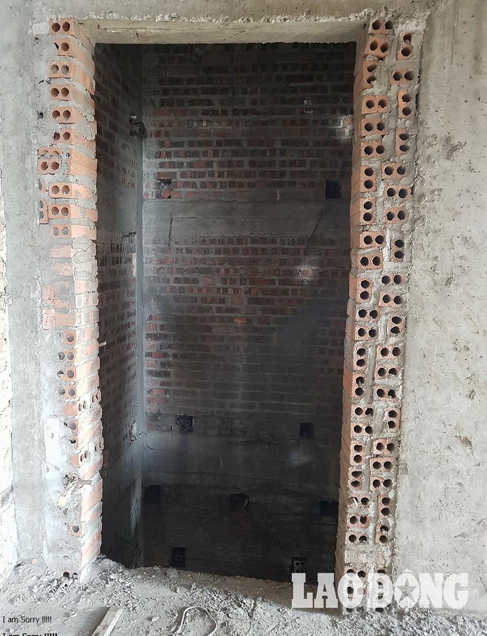 Ngôi biệt thự 5 tầng được trang bị thêm cả thang máy.