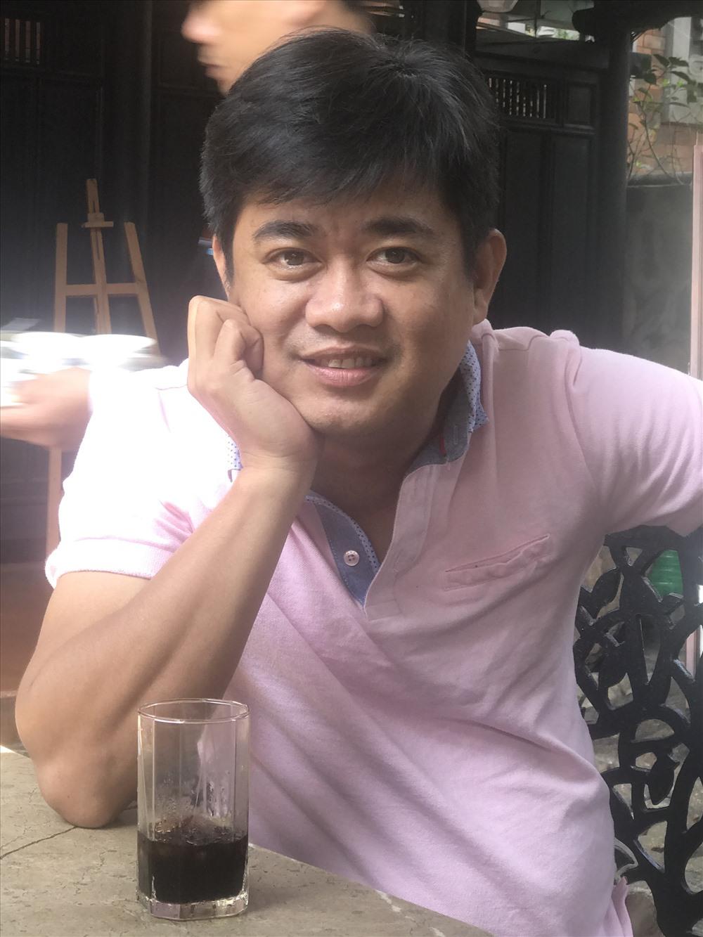 KTS Lê Trọng Vũ sinh ra và lớn lên ở Đà Nẵng. Anh tốt nghiệp trường Đại học Kiến trúc thành phố Hồ Chí Minh năm 2004. Là người đầu tiên mở quán cà phê sách ở Đà Nẵng (năm 2005), phối hợp với Hội Liên hiệp thanh niên. Từ năm 2006 đến nay, anh hoạt động trong lĩnh vực kiến trúc bằng công ty riêng của mình.