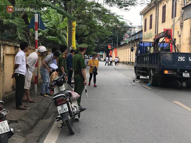 tài xế xe tải 29C- 499.. gắn cẩu tự hành gây tai nạn được xác định là Bùi Tuấn Anh (SN 1992, ở huyện Phù Ninh, tỉnh Phú Thọ).