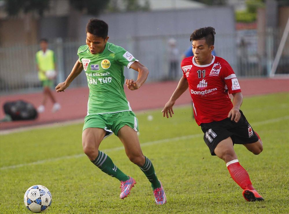 Là một cầu thủ trẻ, với mức thu nhập 12-13 triệu/tháng thì án phạt trên khiến Huỳnh Tấn Tài đối mặt với không ít khó khăn. Ảnh: Đ.T