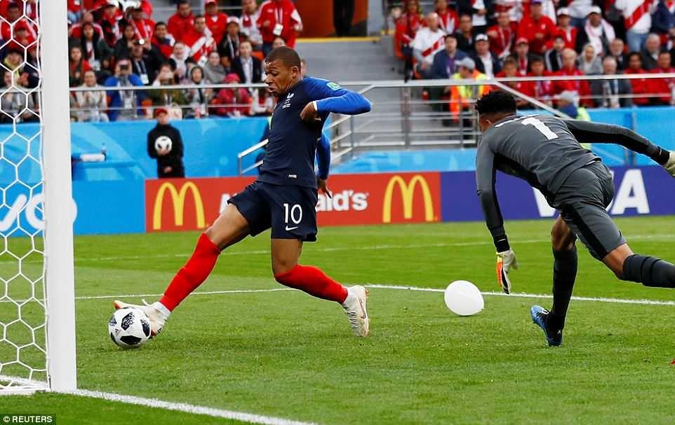 Mbappe (số 10) ghi bàn duy nhất của trận đấu. Ảnh: Reuters.
