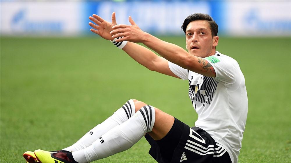 Ozil và các đồng đội đã có khởi đầu không mong muốn. Ảnh: Goal.