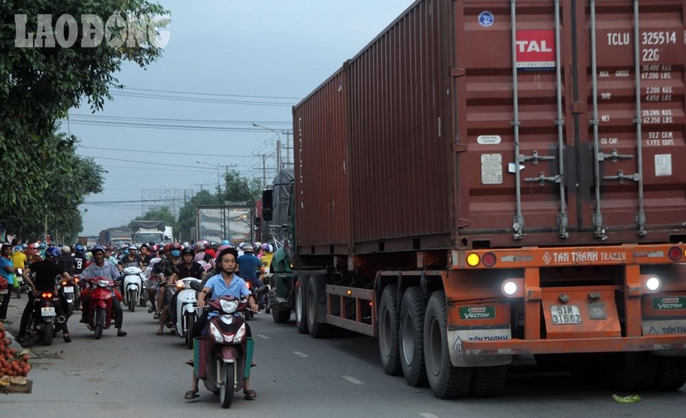 """Tình trạng kẹt xe được coi là """"cơm bữa"""" ở vòng xoay An Phú."""