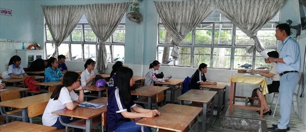 TS học quy chế thi tại Bạc Liêu. Ảnh: Nhật Hồ