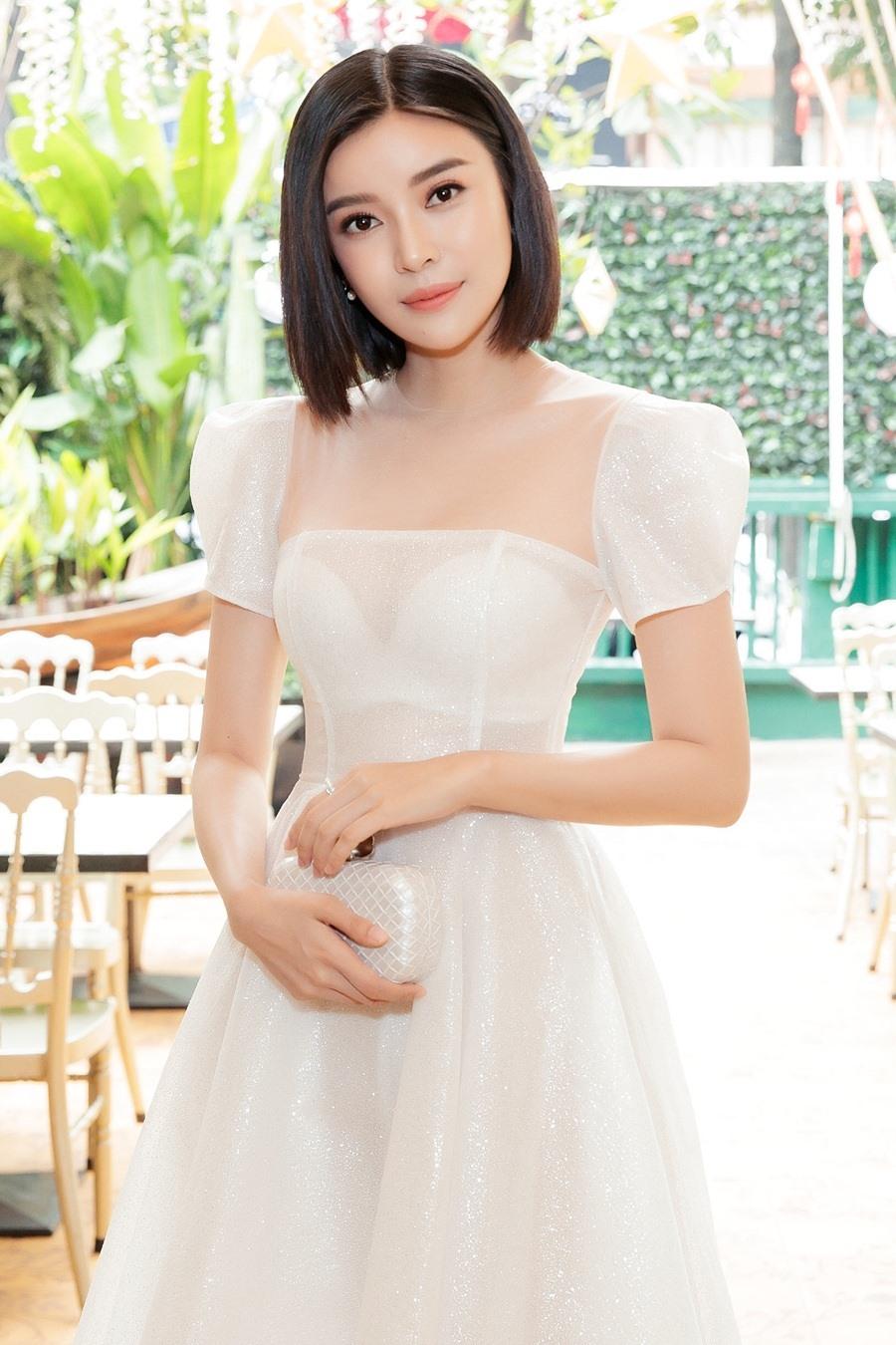 Cao Thái Hà trong trang phục của NTK Chung Thanh Phong