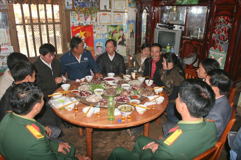 Bữa cơm ngày Tết Hà Nhì trong gia đình họ Pờ.