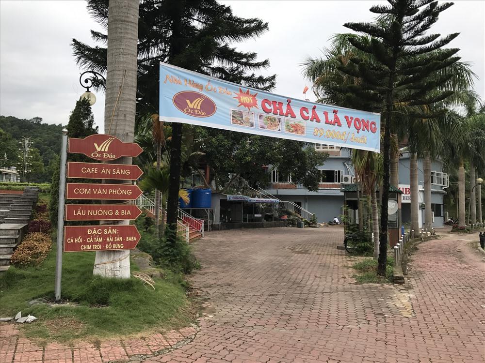 Quảng cáo nhà hàng trong công viên Nhạc Sơn.