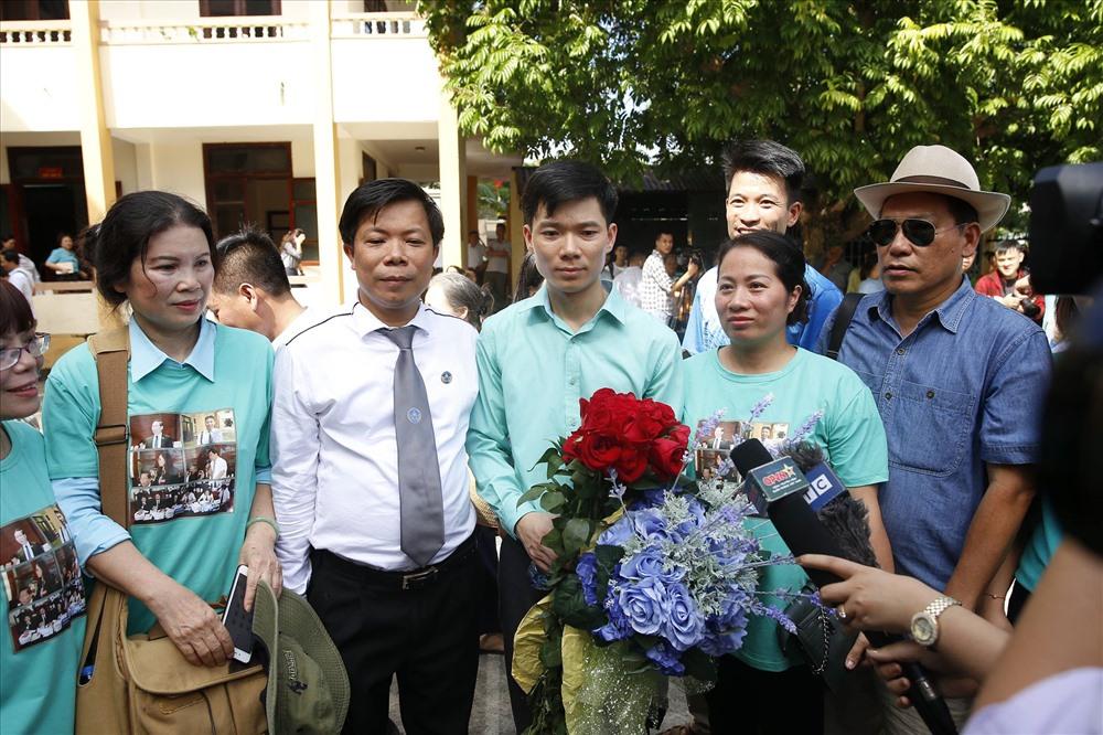 Một màu xanh tại ngày tuyên án sơ thẩm vụ tai biến chạy thận - ảnh 9