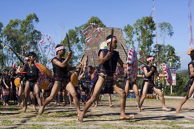 Những lễ hội đầy sắc màu của người bản địa