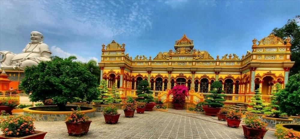 Sống cách chùa Vĩnh Tràng nổi tiếng chỉ vài trăm mét nhưng từ ngày trở lại cuộc đời đến nay ông Hoàng chưa một lần lui tới chùa chiền.