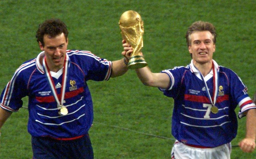 Nếu ĐT Pháp đánh bại Croatia để giành ngôi vô địch, thì HLV Didier Deschamps (phải) sẽ là người thứ 3 trong lịch sử vô địch World Cup với tư cách là cầu thủ và HLV.