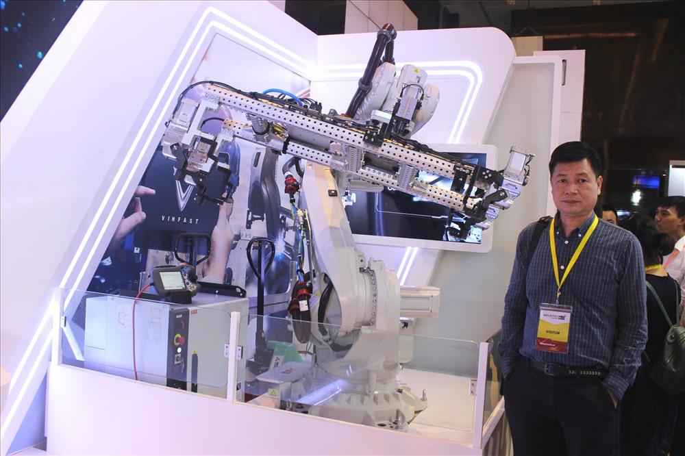 Robot này đang được một tập đoàn sử dụng trong nhà máy lắp ráp và sản xuất xe hơi.