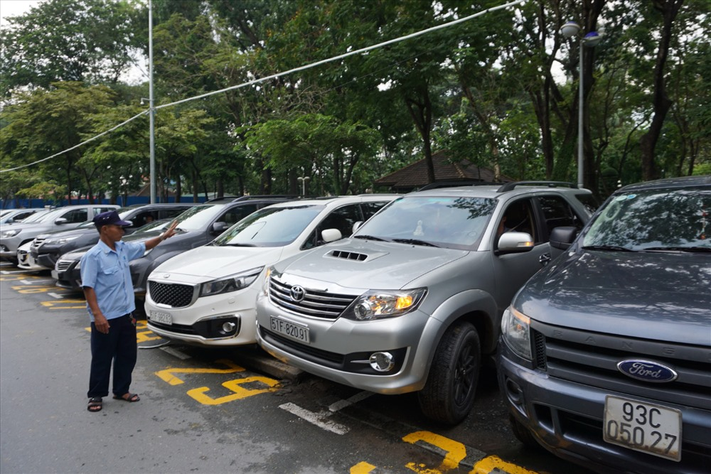 Bãi đậu xe có thu phí trên đường Lê Lai, Q.1, TPHCM. Ảnh: Minh Quân