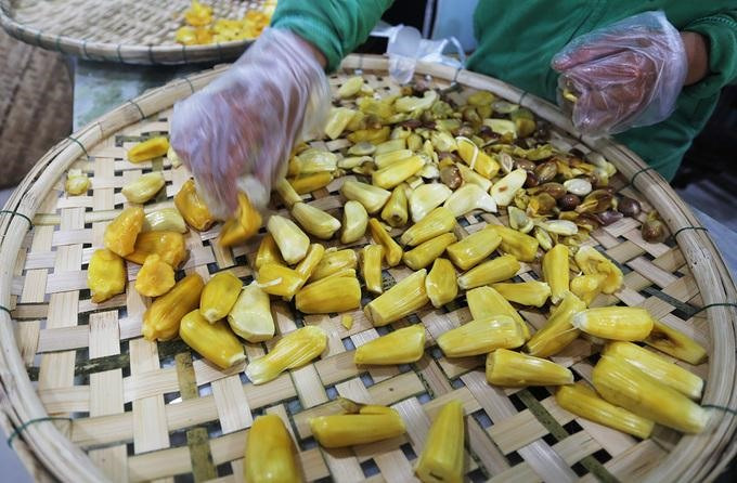 Múi mít được tách hạt với màu vàng ươm, thơm ngọt.