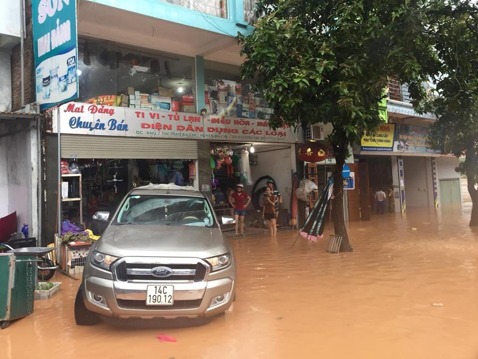 Nhiều nơi trong khu vực trung tâm thị trấn bị ngập.
