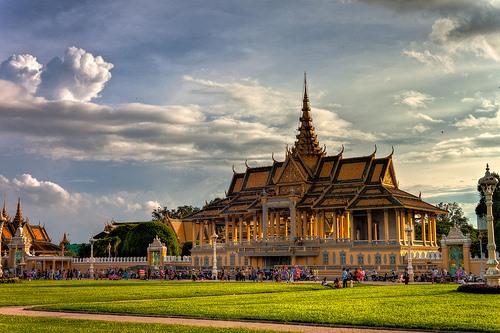 Chùa Wat Phnom. Ảnh: Tour24