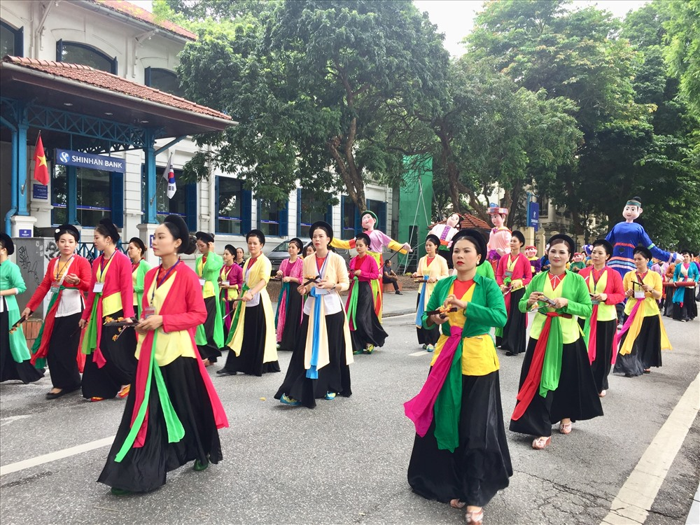 """Lễ hội đường phố """"Tinh hoa Hà Nội - Hội tụ và tỏa sáng"""" với sự góp mặt của 5.000 người."""