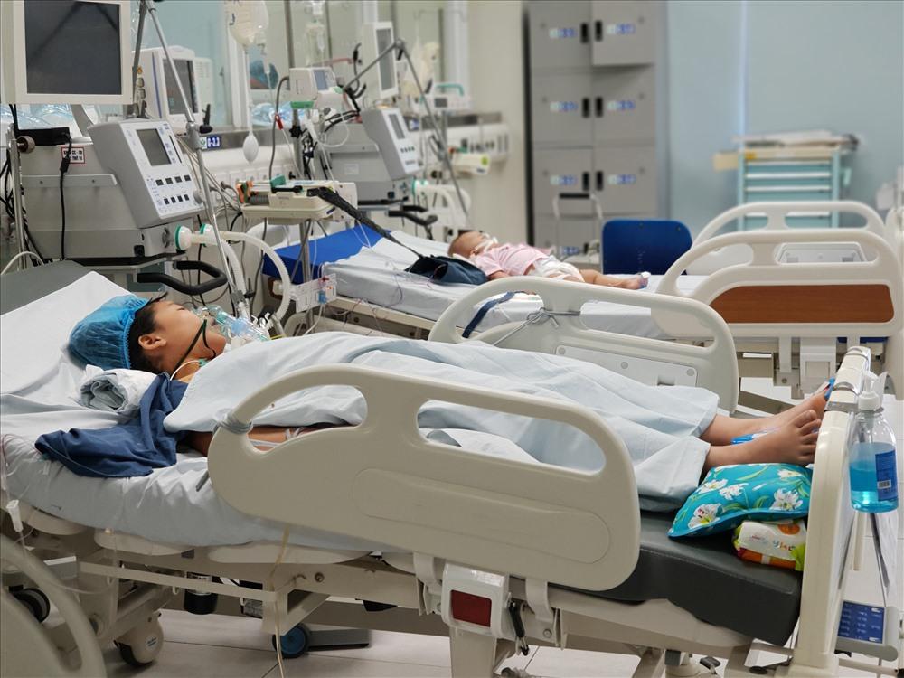 Một bệnh nhi đuối nước nhập viện trong tình trạng nguy kịch. Ảnh: Thùy Linh