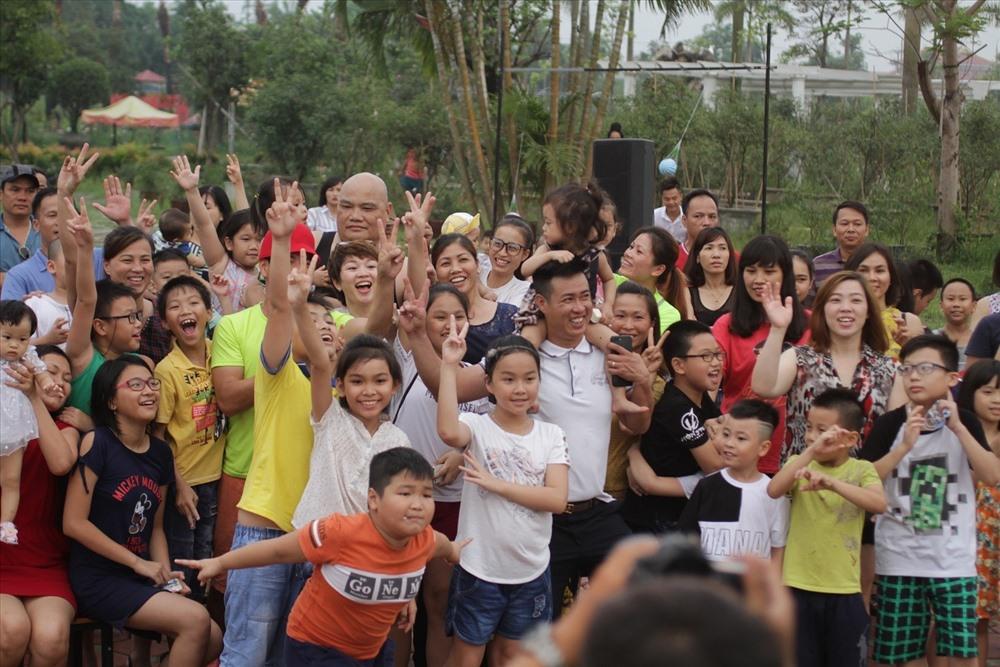 Các buổi diễn của chuỗi chương trình kịch, âm nhạc và ảo thuật đang thu hút hàng trăm gia đình và các em nhỏ tham dự hàng tuần