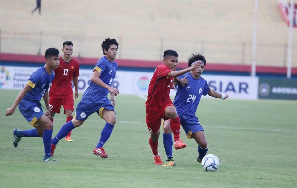 Đánh bại Philippines với tỉ số 5-0, U19 Việt Nam vươn lên giành ngôi đầu bảng A.