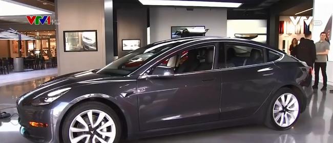 Mẫu ô tô Model 3. Ảnh: VTV1.