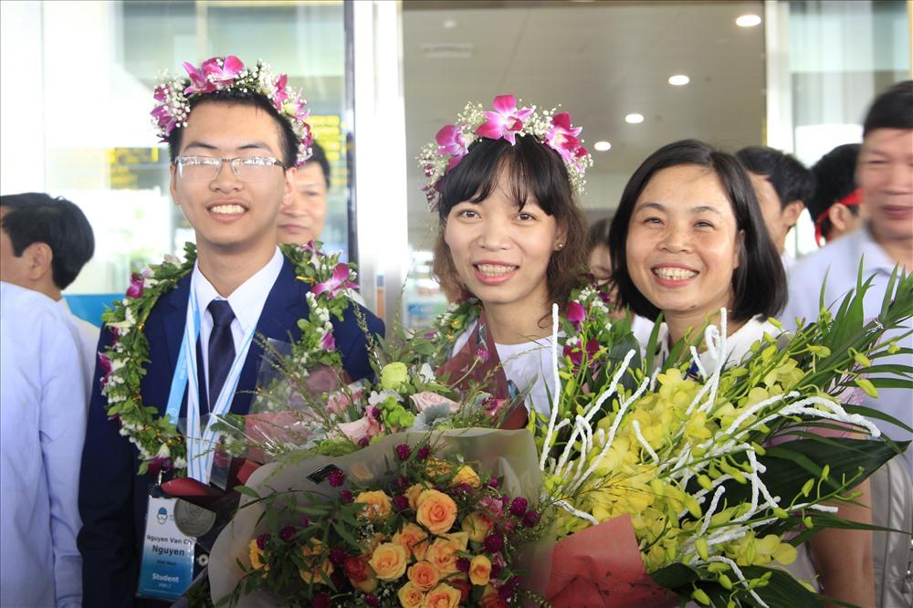 Em Nguyễn Văn Chí Nguyên (lớp 11, Trường THPT chuyên Lam Sơn, tỉnh Thanh Hóa) vừa dành Huy chương Bạc môn Hóa học. Ảnh: Nguyễn Hà
