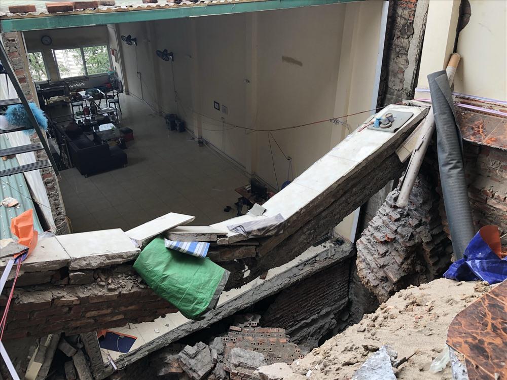 6 căn nhà kiên cố của phường Đồng Tiến đã bị sụt xuống sông Đà