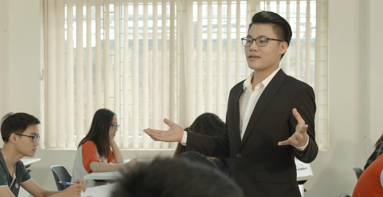 """Quán quân Thần tượng Bolero - Duy Cường gây xúc động trong """"Tình mẫu tử"""". Ảnh: NVCC."""