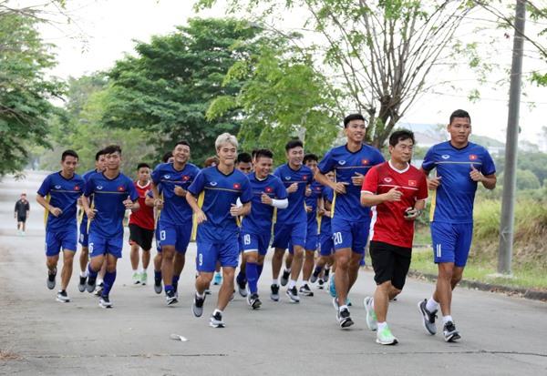 BTC ASIAD 18 đã cử đại diện tới xin lỗi U23 Việt nam vì liên tục để xảy ra sự cố ở việc bố trí sân tập. Ảnh: VFF