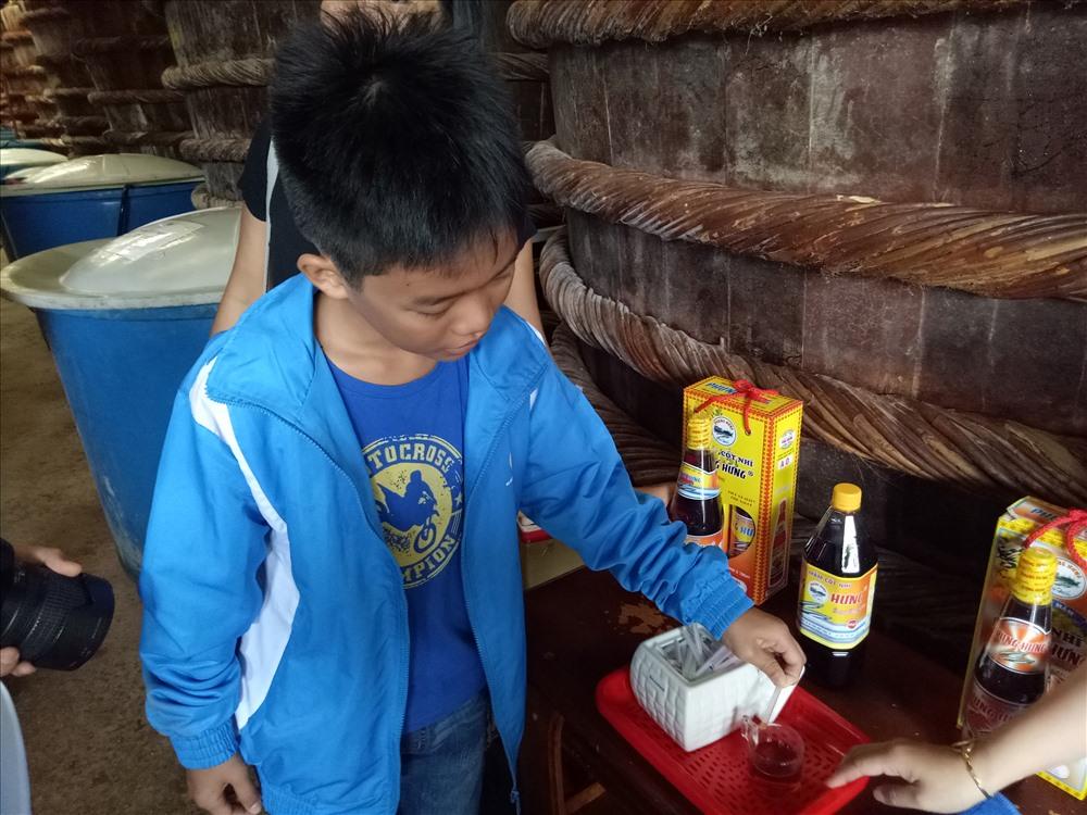 Có gì bên trong nơi sản xuất nước mắm truyền thống của Phú Quốc