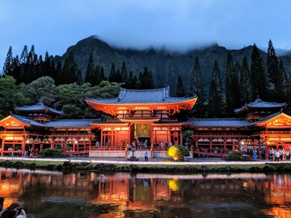 Mỗi dịp lễ Obon, các đền chùa trên khắp nước Nhật lại tấp nập người dân và du khách đến thăm viếng, nguyện cầu cho người thân, cho cả linh hồn đã khuất và người đang còn sống. (Ảnh: Matcha-Japan)