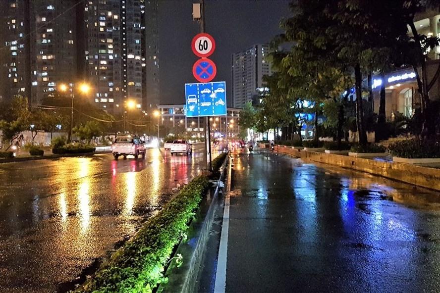 """""""Siêu máy bơm"""" nhiều lần cứu đường Nguyễn Hữu Cảnh khỏi ngập trong mưa lớn. Ảnh: Trường Sơn"""