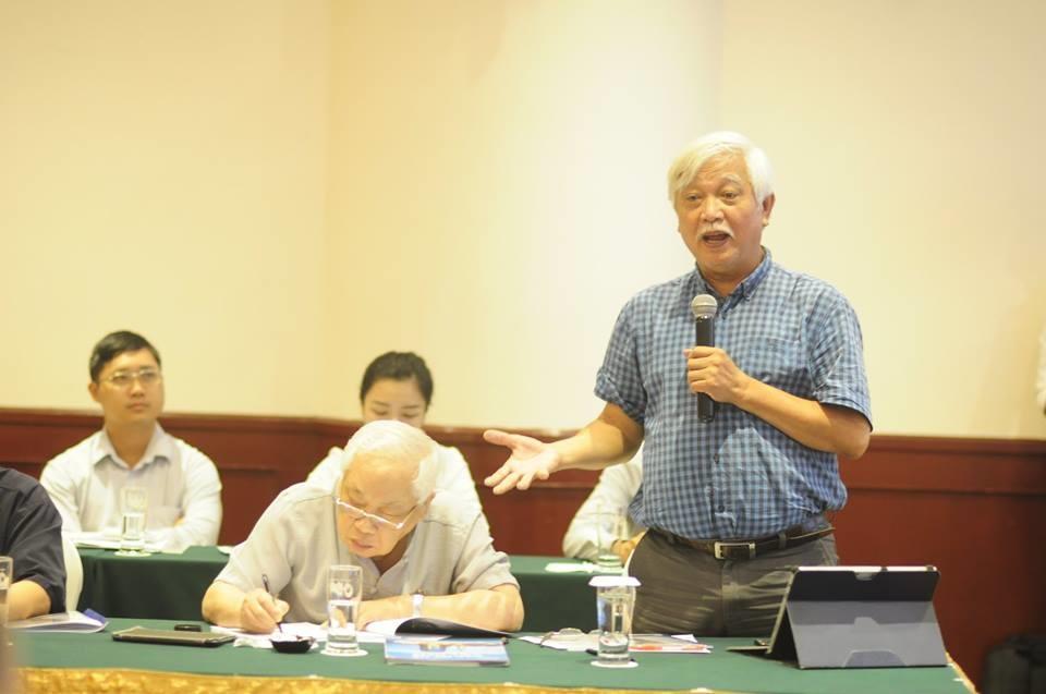 Nhà sử học Dương Trung Quốc phát biểu tại tọa đàm.