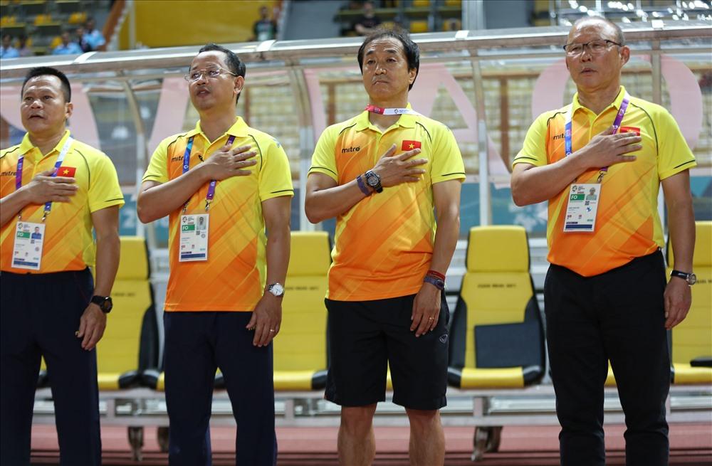 HLV Park Hang-seo và các cộng sự dành 2 ngày nghỉ để nghiên cứu U23 Nhật Bản để chuẩn bị cho trận đấu quyết định này. Ảnh: Đ.Đ