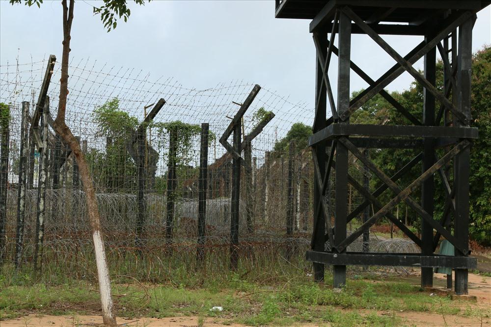 Hiện nay,Trại giam Tù binh Chiến tranh Phú Quốc đã không còn được sử dụng thay vào đó nó trở thành nơi tham quan không thể bỏ lỡ của du khách trong và ngoài nước khi đặt chân đến đảo Phú Quốc. Đặt chân vào nơi đây, họ có thể cảm nhận được phần nào bối cảnh lịch sử cũng như không gian, thời gian của trại giam hơn nửa thế kỷ trước, nơi lưu dấu tội ác của đế quốc Mỹ và chính quyền Việt Nam Cộng Hòa. Ảnh: BT
