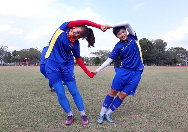 Các tuyển thủ nữ Việt Nam tập luyện với tinh thần thoải mái và hưng phấn để sẵn sàng đối đầu với Nhật Bản. Ảnh: VFF