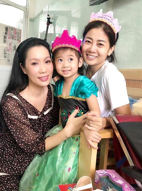 Diễn viên Trịnh Kim Chi và mẹ con diễn viên Mai Phương.