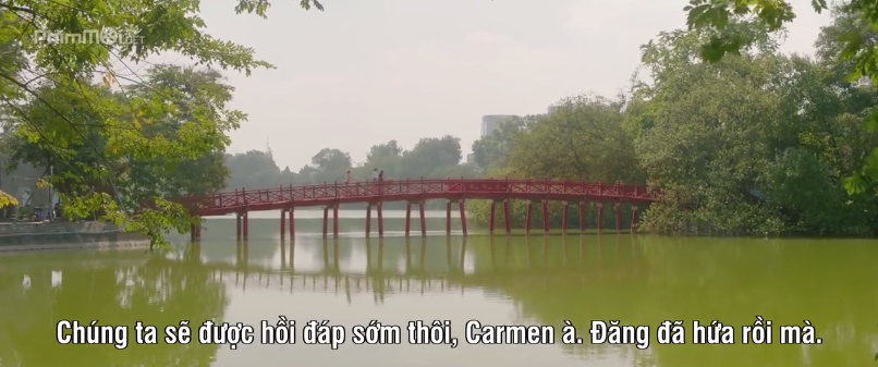 Cầu Thê Húc - biểu tượng quen thuộc của Hà Thành. Ảnh: Cắt từ bộ phim