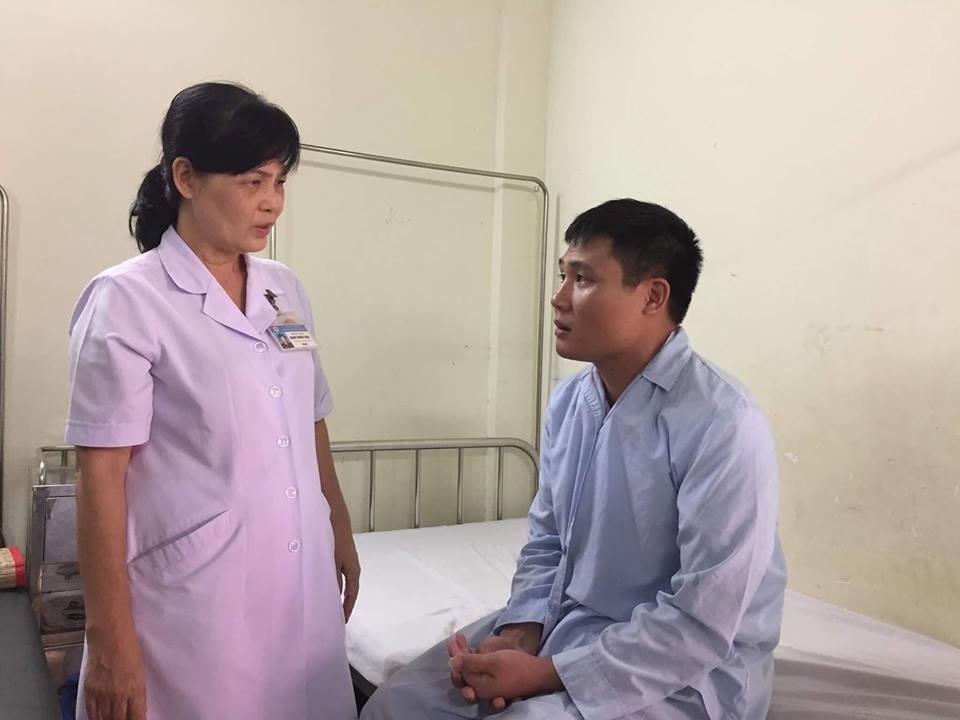 Trung úy Mẫn bị hẹp nặng động mạch não giữa bên phải gây ra liệt nửa người bên trái và rối loạn ý thức.