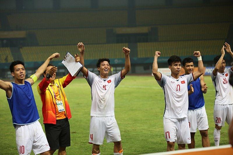 Và niềm vui vỡ òa của các tuyển thủ Việt Nam. Ảnh: T.L