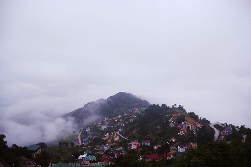 Tam Đảo nằm trên địa bàn ba tỉnh Vĩnh Phúc, Thái Nguyên và Tuyên Quang.