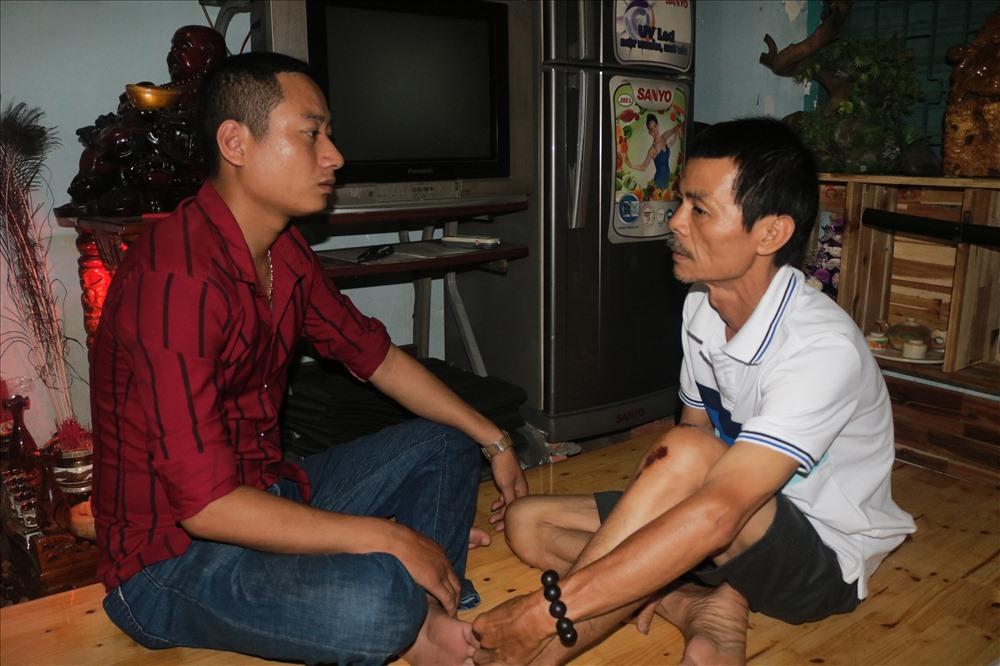 Ông Trần Văn Hoàng cùng với thành viên bàn phương án bắt cướp trong lễ quốc khánh 2/9.