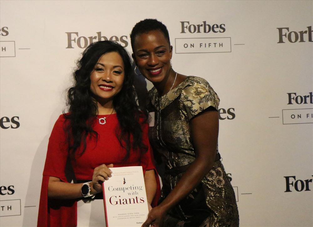 Cuốn sách ra mắt tại trụ sở Forbes ở New York