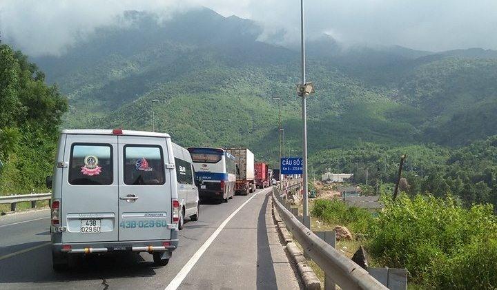 Vụ tai nạn khiến giao thông qua hầm Hải Vân bị tắc nghẽn.