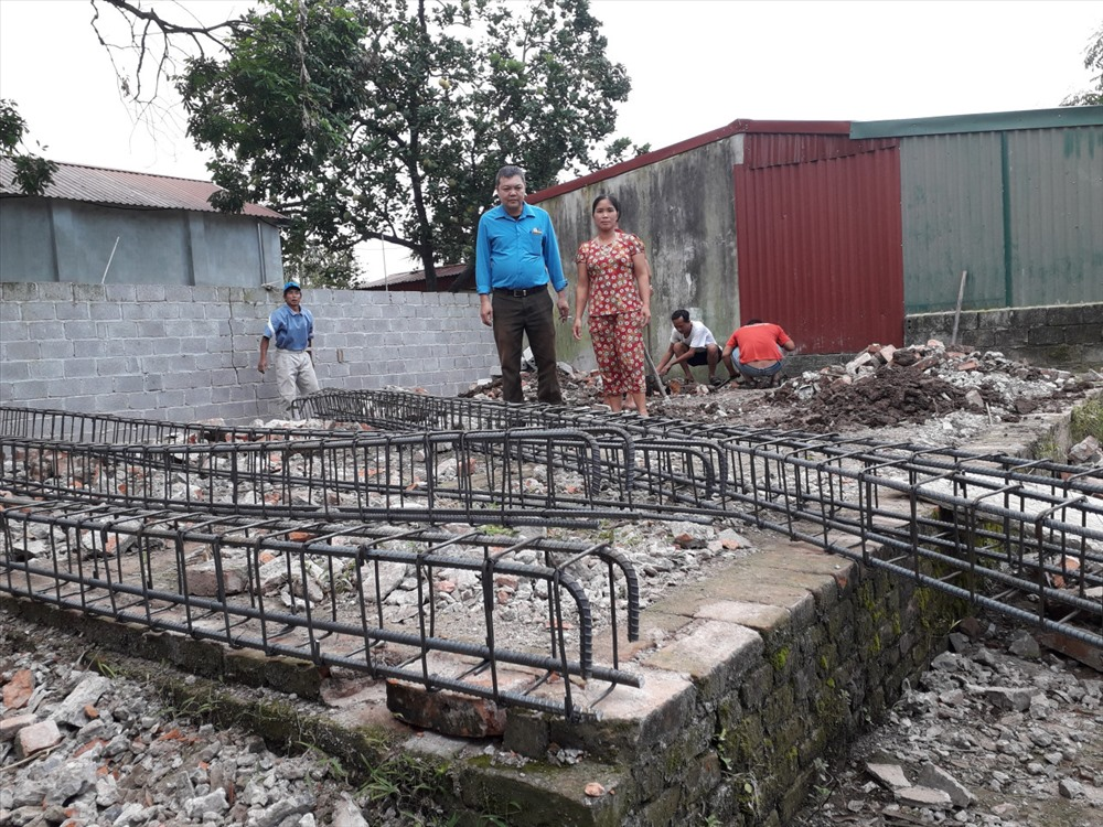 Nhà Mái ấm Công đoàn của chị Nguyễn Thị Thư đã được khởi công xây dựng.
