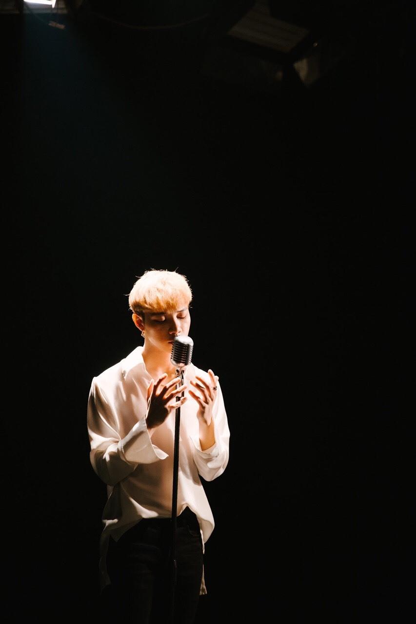 """Nam ca sĩ Nit """"gây sốt"""" với MV """"Tuỳ duyên"""". Ảnh: NVCC."""