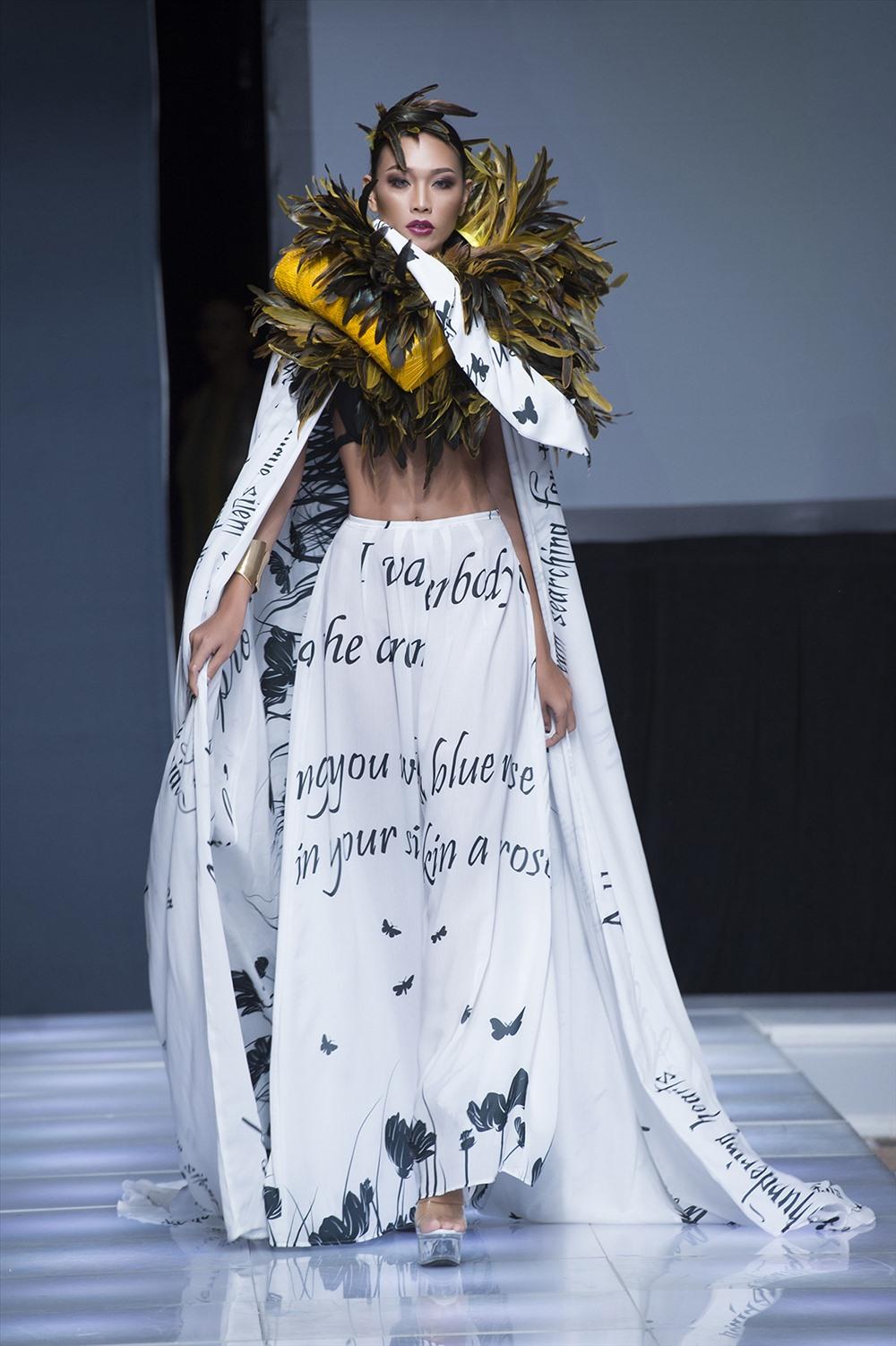 Siêu mẫu Diệu Huyền cảm thấy hạnh phúc khi được tham gia show diễn của NTK Andres Aquino.