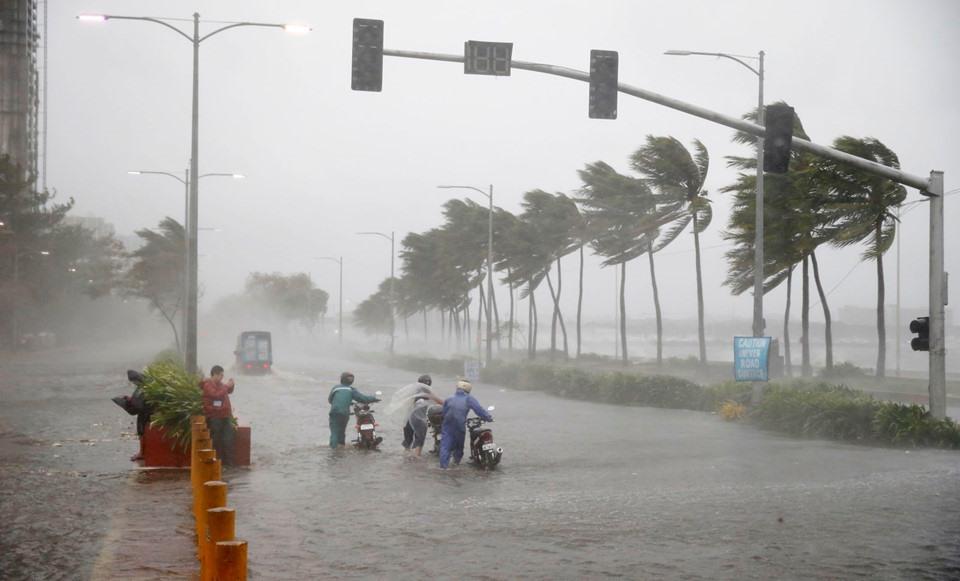 Hơn 4 triệu người Philippines nằm trên đường đi của tâm bão, và vùng ảnh hưởng nguy hiểm của cơn bão bao phủ khu vực có hơn 10 triệu người sinh sống.