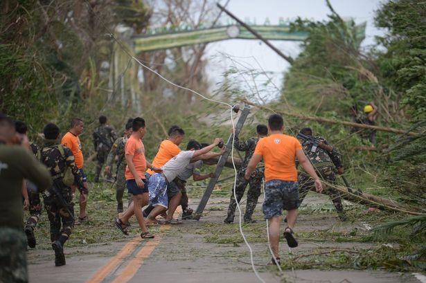 Theo số liệu đo đạc vào cuối ngày, bão Mangkhut có sức gió lên tới 205 km/h, giật 255 km/h và diện mưa lên tới 900 km.
